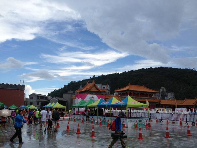 暴晒又雨淋 6小时超马参赛者分享热天跑马心得