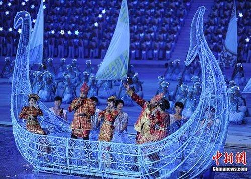闭幕式呈现歌舞盛宴 海心沙岛变身华丽歌剧院