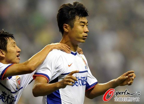 山东2-1上海夺半程冠军 韩鹏李微联手演逆转