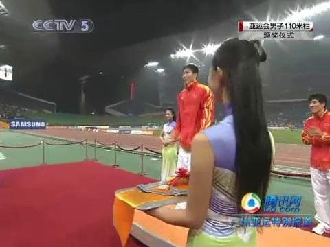 视频:刘翔和史冬鹏先后跳上领奖台