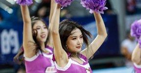 高清:篮球宝贝粉嫩装扮助阵 激情热舞俏皮可爱