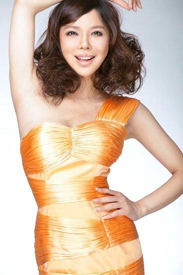 美女歌手艾莉莎:乐观面对明天 信红魔(组图)