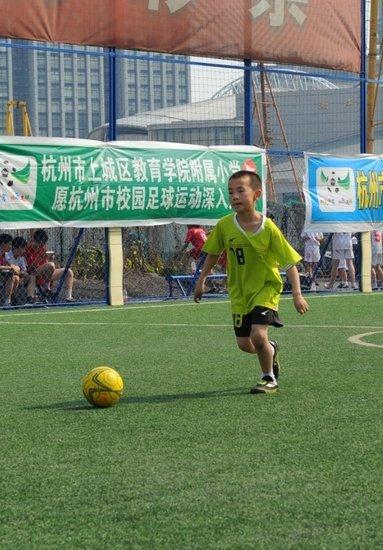 学生日记回味垫场赛点滴 感悟足球是强者运动
