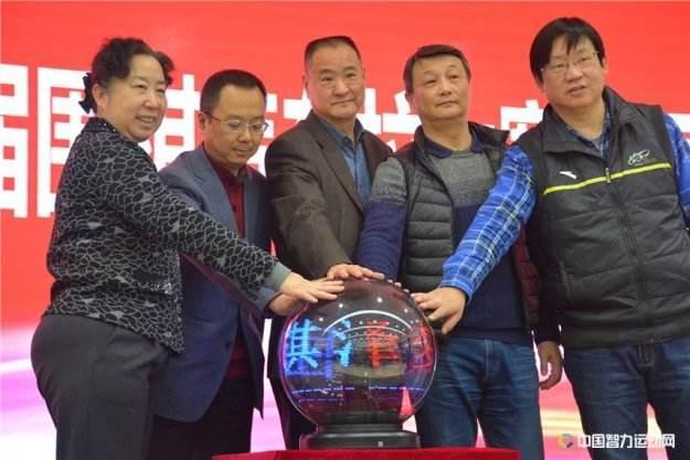 围棋选手跨界搭档赛车手 川藏公路将办拉力赛