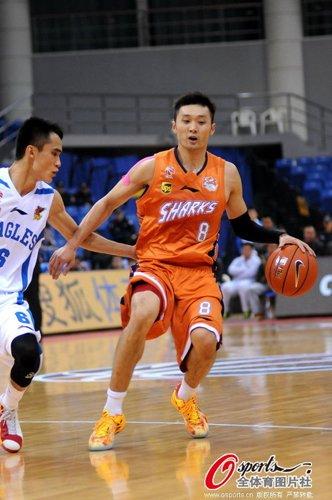 刘炜21+5韦弗29分 上海客场险胜送青岛五连败