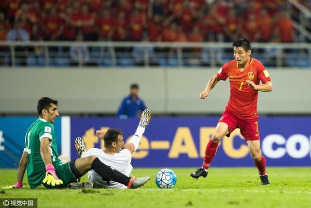 世预赛-国足0-0平伊朗 曾诚伤退武磊错失单刀