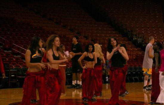 透过NBA看美国(9):美丽的NBA舞者(上)