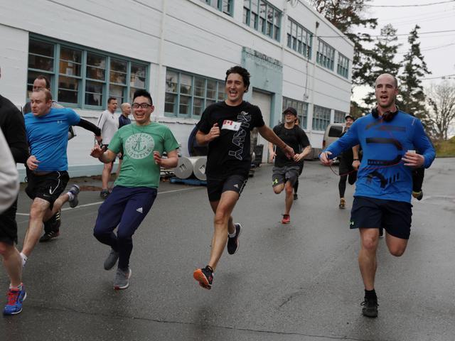 加总理23分钟跑5公里 曾单手俯卧撑挑战奥巴马