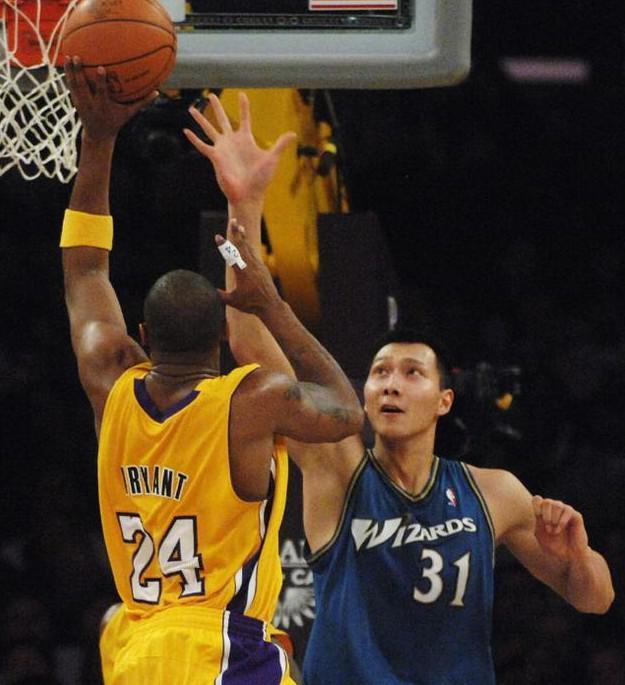 阿联昔日NBA生涯终结因1人 屡出昏招难寻机会