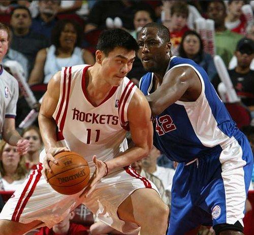 姚明与霍华德优势对比 谁是NBA第一中锋?