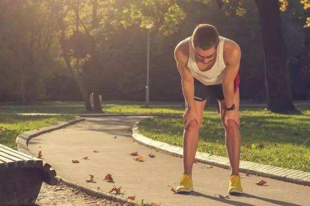 38岁男子跑步后剧烈胸痛 恶心呕吐血压升至180