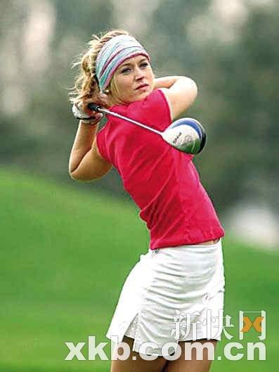 读图时代:名模要打高尔夫职业赛