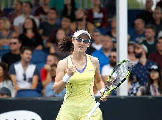 郑赛赛爆冷完胜新科澳网冠军 晋级多哈赛16强