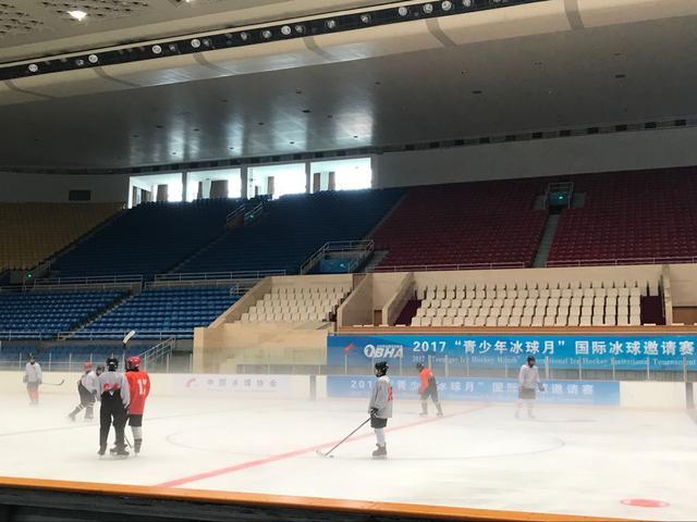 中国青少年冰球月开幕 人数规模达到历届之最