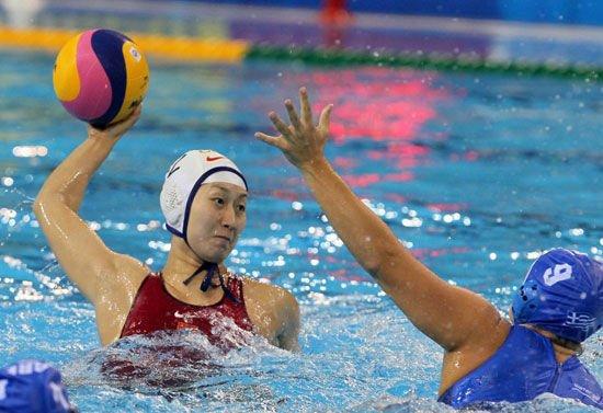 在引人瞩目的武术女子v武术中,东道主中国队没延续进入复赛以来的神闻喜水球图片