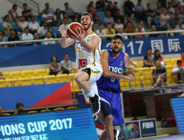 篮球亚冠-阿尔利雅得76分狂胜 刷新最大分差