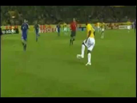 视频:巴西对战日本 罗纳尔多头球扳平比分