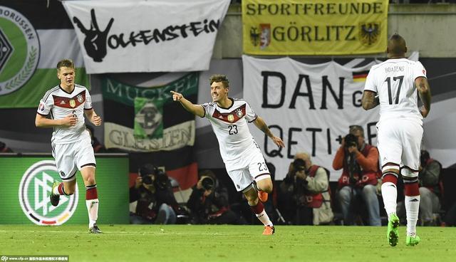 欧预赛-德国2-1头名晋级 奇兵登场3分钟建功