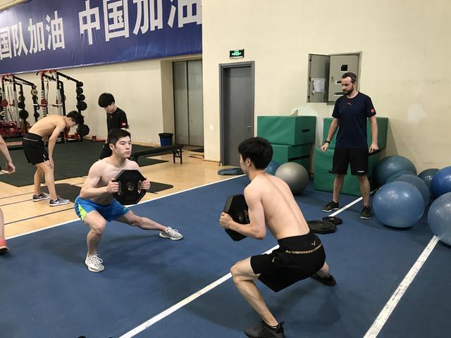 花滑队来了一位帅气洋教练 曾帮助国乒练体能