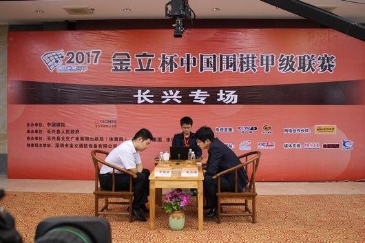 焦点战芈昱廷(左)胜金志锡