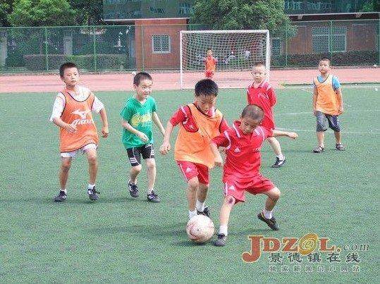 """景德镇校园夏令营 学生开启假期""""足球之旅"""""""