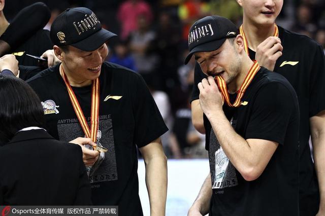 他坚守10年为新疆夺首冠 亚冠能否成王朝起点
