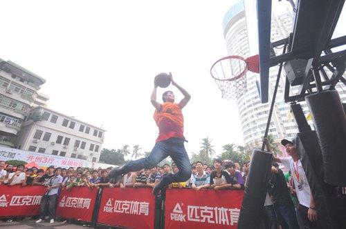 两届扣篮王驾临海口 NBA大篷车奉献篮球饕餮