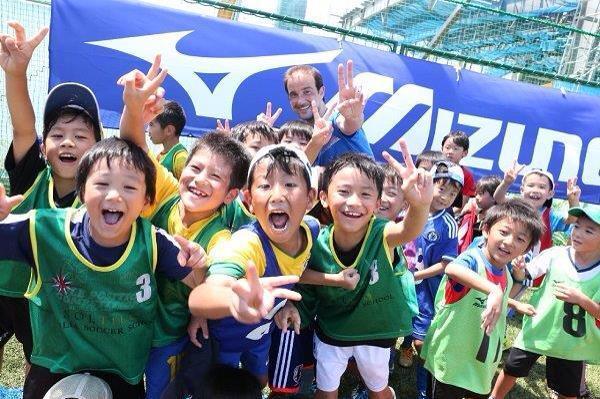 【看台】目标世界第1!本田足校追赶巴萨皇马
