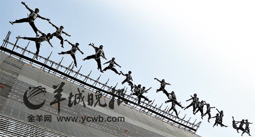 亚运开幕式水作主题 1640人吊钢丝创世界纪录