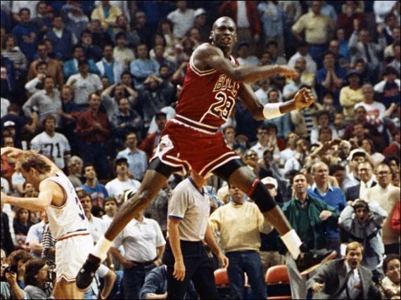 乔丹为何被称为篮球之神?曾创造百项NBA纪录