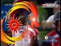视频:亚运垒球附加赛 中国左外场手成功接球