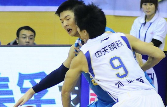 韦斯特30分王哲林22+8 福建客场胜江苏三连胜