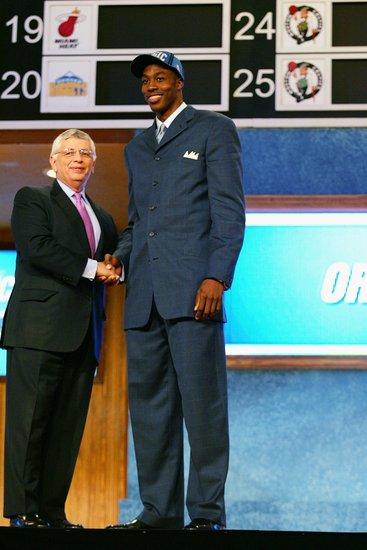 01-10赛季NBA状元首款战靴秀之霍华德(图)