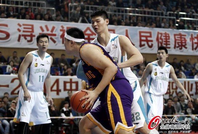 王哲林19+11福建险胜辽宁 琼斯48分难阻3连败