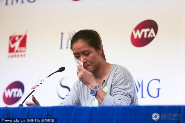 发布会李娜泣不成声 称退役决定比打大满贯难