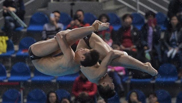 男双10米台预赛 陈艾森/杨昊巨大优势进决赛