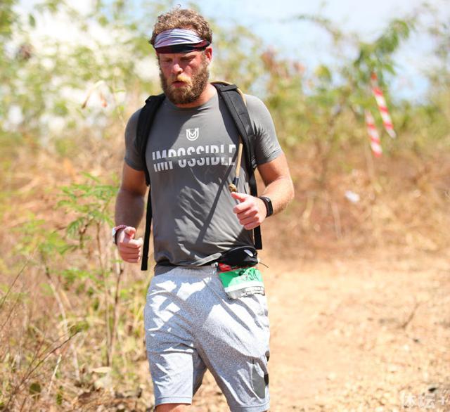 30岁壮汉跑遍7大洲只为慈善 募款十余万美元