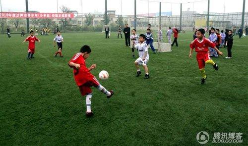 校园足球存在危机 4000万浮华让学校拒绝足球