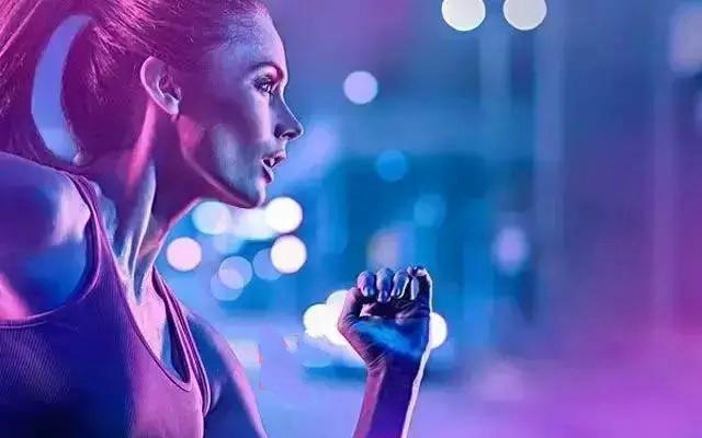 """""""沈马""""夜跑模式带动沈阳慢跑热 专家教你健康跑"""