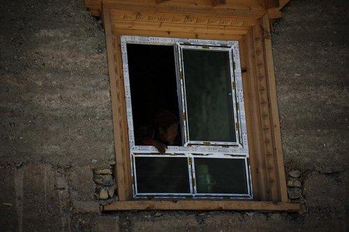 新蜂女子车队美景聚焦 窗里窗外观川藏交界点