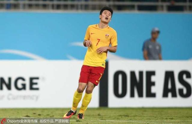 国足0-2乌兹4轮仅取1分 门框屡救险难阻落败