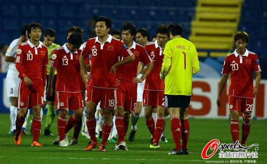 亚洲杯-中国2-2乌兹悲情出局 高洪波被罚出场