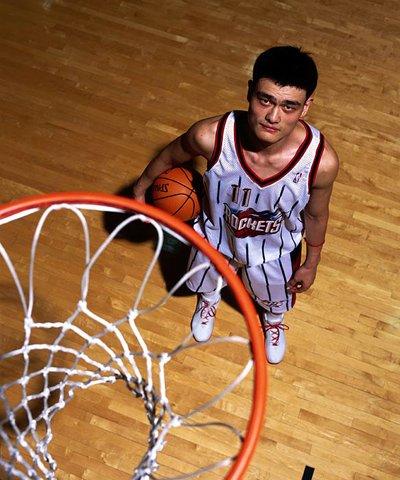 中国球员出国打球太难 姚明曾被要千万买断费