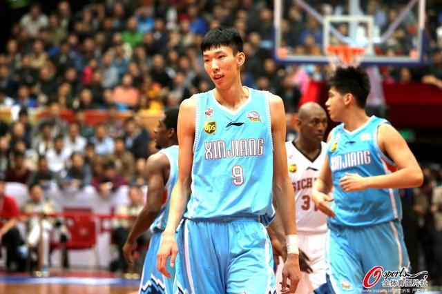 被认为是中国男篮未来希望的天才少年,就这样开始了自己的cba之旅图片