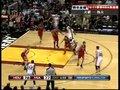 视频:火箭vs热火 詹姆斯顶着斯科拉反手上篮