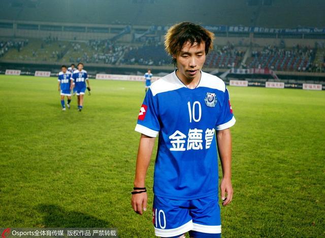 抬价手段?中国足球留洋陷围城 新政造归国潮