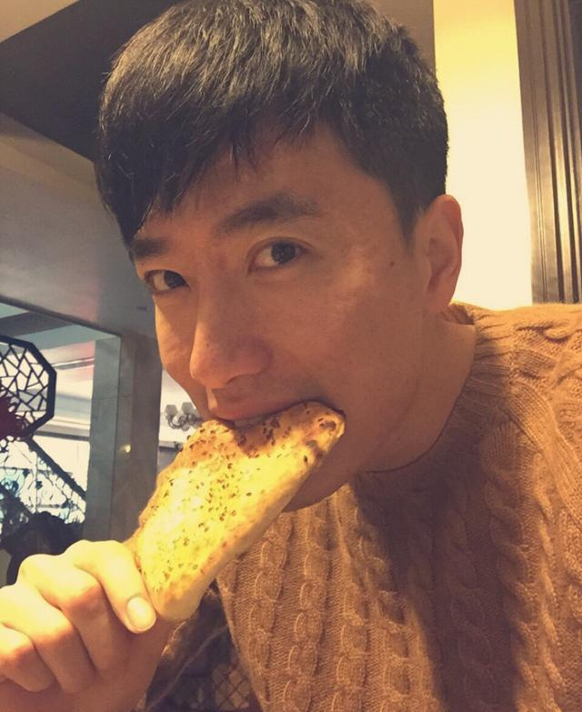 刘翔微博晒吃早餐照 粉丝:男神又变帅了(图)
