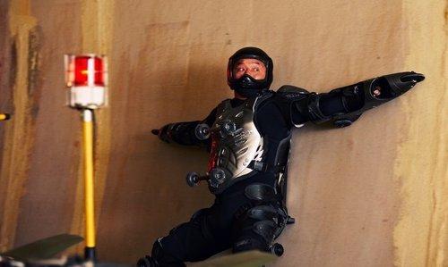 极限人体溜冰山坡直下 成龙《十二生肖》悠闲玩转截图