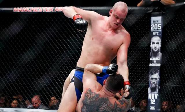 UFC鹿特丹赛迎重量级对决 本土名将对沃尔科夫