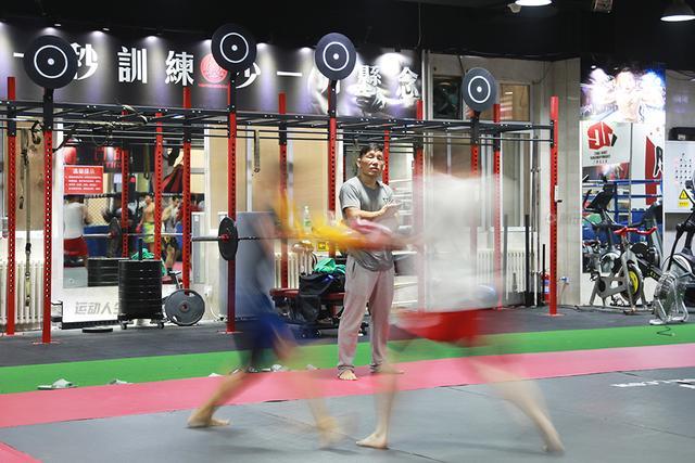 """【运动人生】""""鬼跤""""姚红刚 打赢自己的战役"""